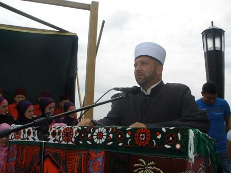 Pregedate slike iz članka: Šljemenska dova na mesdžidu u Mahmutovićima