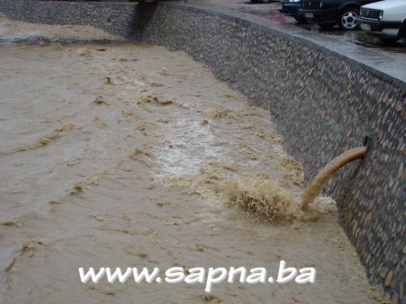 Pregedate slike iz članka: Poplave